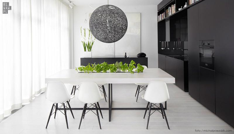 Klasyka gatunku: Biało-czarny apartament. Projekt wnętrz: 81.WAW.PL