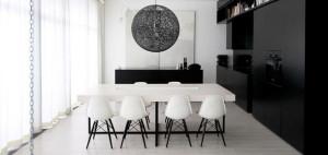 Klasyka gatunku: Biało-czarny apartament – 81.WAW.PL