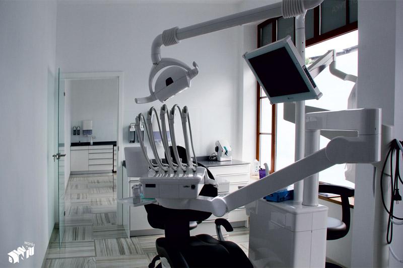 Klinika dentystyczna w Bolesławcu. Architektura wnętrz: DNA Works