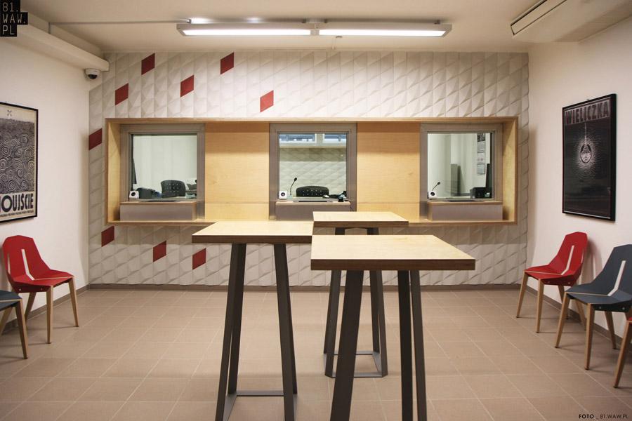 Nowoczesne wnętrze polskiego konsulatu w Pradze projektu 81.WAW.PL