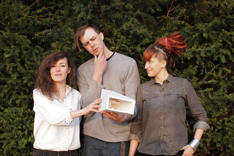 Na zdjęciu: Inicjatorka akcji Weronika Siwiec oraz autorzy projektu architekci Jan Dowgiałło i Anna Zawadzka