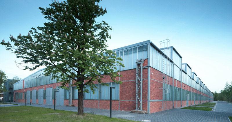 Przebudowa hali magazynowo-produkcyjnej oraz budynku biurowego we Wrocławiu. Projekt: Major Architekci