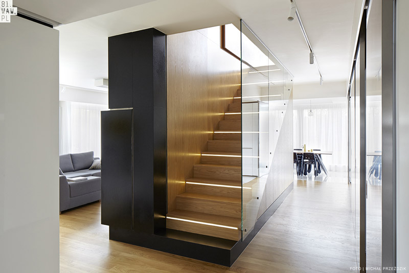 Skandynawskie wnętrze domu jednorodzinnego. Projekt: 81.WAW.PL