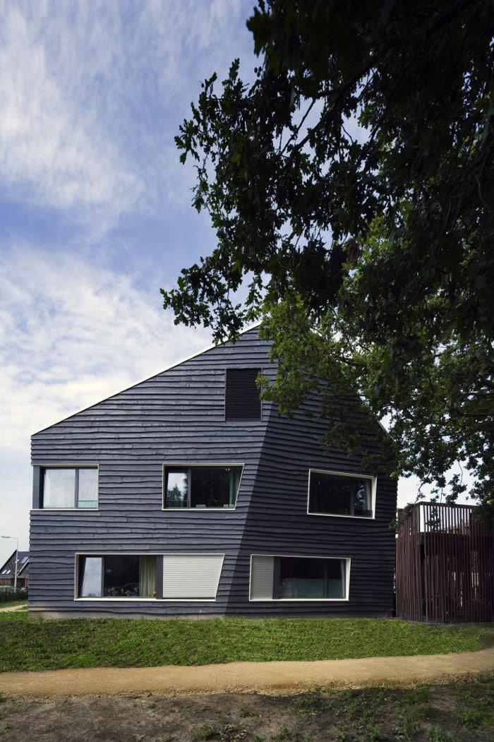 ZIG ZAG - Budynek mieszkalny dla osób niepełnosprawnych. Projekt: Möhn + Bouman BV