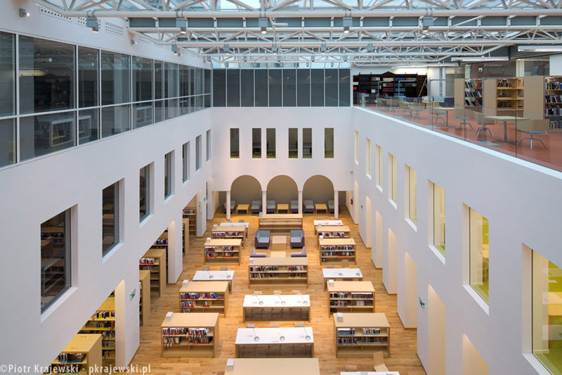 """""""Koszykowa"""" - Biblioteka Publiczna w Warszawie. Projekt rozubodwy i modernizacji: Bulanda, Mucha Architekci. Zdj. Piotr Krajewski"""