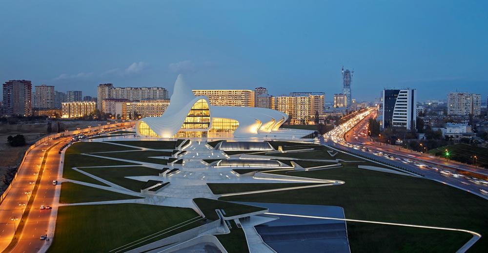 Centrum Kulturalne Heydar Aliyev Center w Baku. Projekt: Zaha Hadid Architects