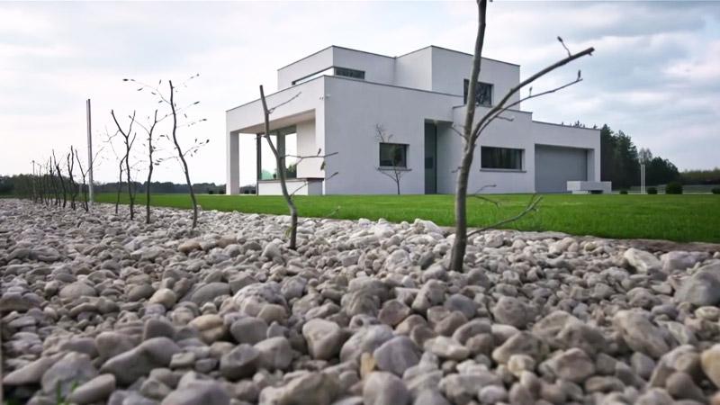 """Eko-Dom w Dzikowcu. Projekt: BXBstudio Bogusław Barnaś. Źródło: """"Domy Przyszłości"""" / YouTube"""