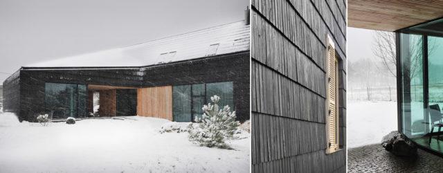 Dom pokryty gontem modrzewiowym w Bielsku-Białej projektu studia Interurban