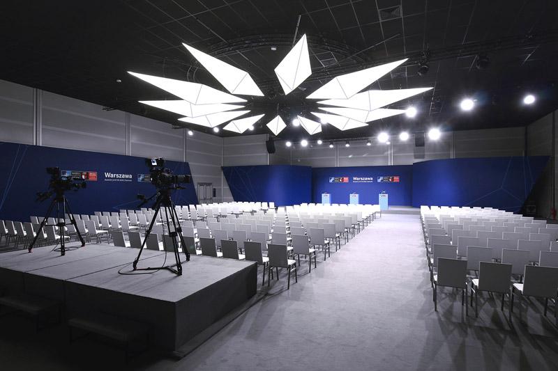 Projekt wnętrz oraz identyfikacji szczytu NATO 2016 w Warszawie. Autorzy: Mateusz Tański & Associates + Dmowski & Co.