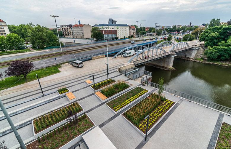 Budynek mieszkalno-usługowy Kurkowa 14, Wrocław. Projekt: Maćków Pracownia Projektowa, Zdj. Maciej Lulko