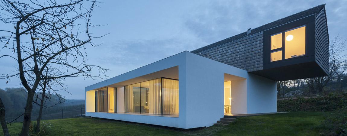"""Dom """"2 in 1"""" pod Krakowem. Projekt: Przemek Olczyk   Mobius Architekci"""