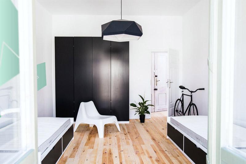 Mieszkanie dla studentów w kamienicy. Projekt wnętrz: Ktura Architekci   Katarzyna Buczkowska