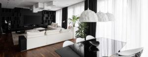 Kontrastowe zestawienie bieli i czerni – luksusowy apartament projektu studia KONZEPT