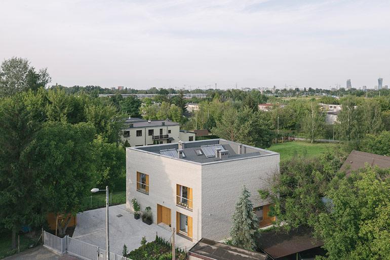Dom na małej działce, Warszawa. Projekt: MFRMGR ARCHITEKCI. Zdjęcia: Maciej Jeżyk