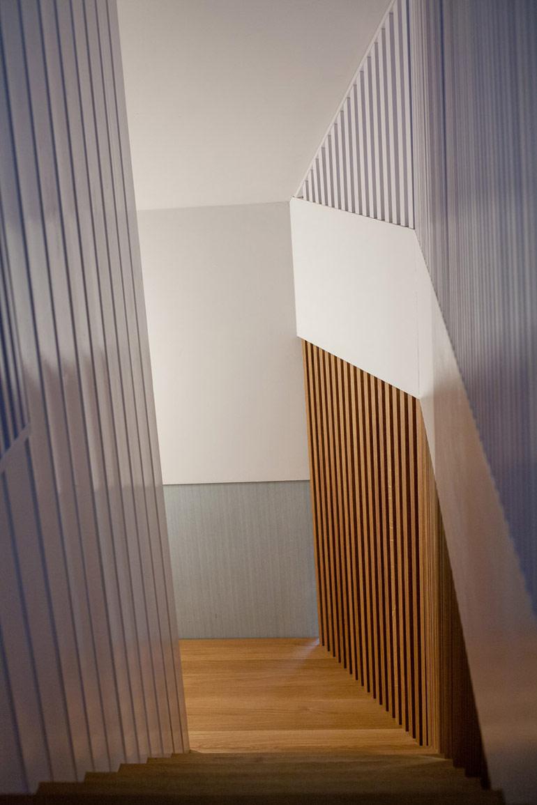 Projekt wnętrz i przebudowy domu. Autorzy: Pracownia OYSTER. Zdjęcia: Maciej Frydrysiak