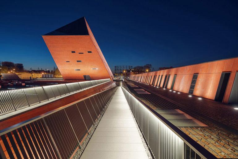 """Muzeum II Wojny Światowej w Gdańsku. Projekt: STUDIO ARCHITEKTONICZNE """"KWADRAT"""" Jacek Droszcz"""