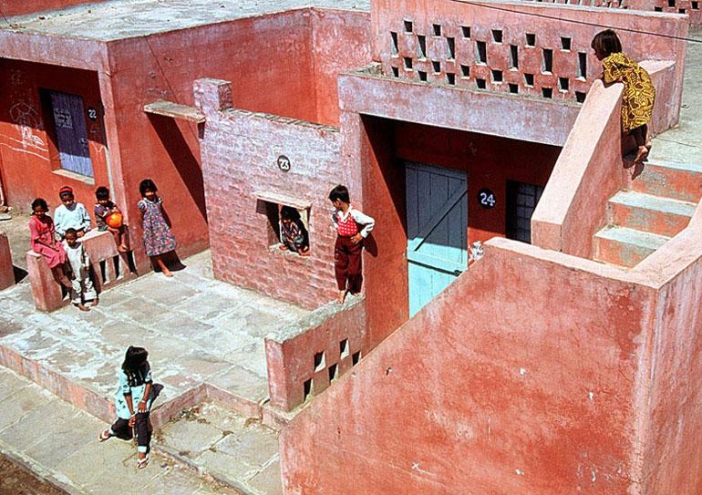 Aranya Low Cost Housing, Indore, Indie. Zdjęcie dzięki uprzejmości John Paniker