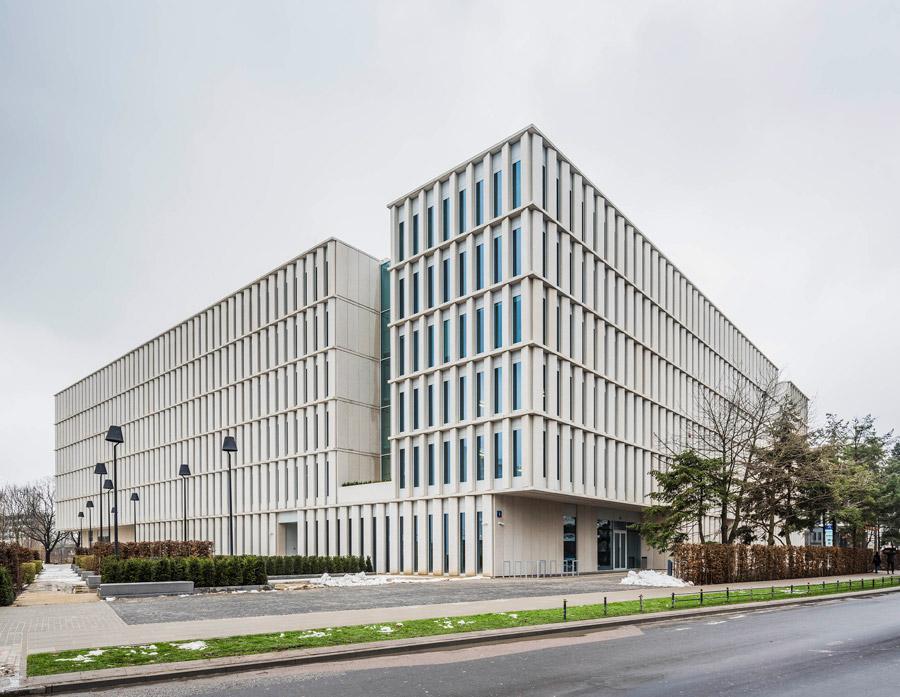 Budynek biurowo-usługowy Bobrowiecka 8. Projekt: JEMS Architekci. Zdjęcie: Juliusz Sokołowski