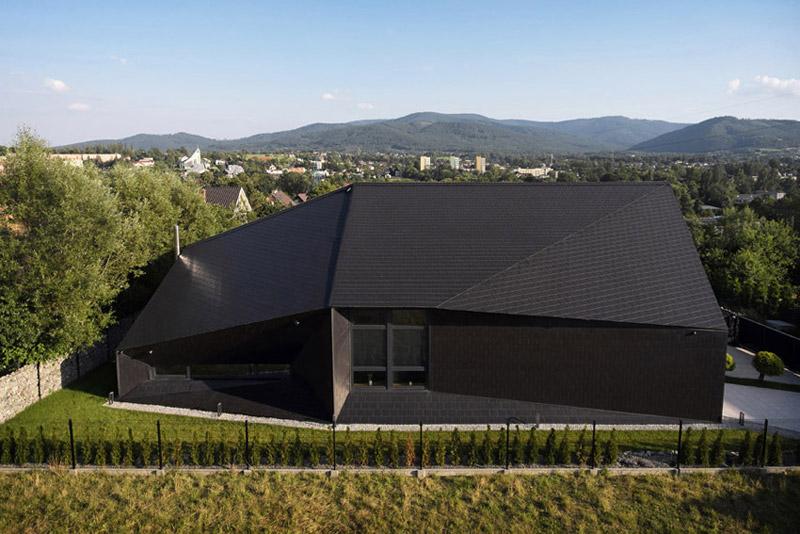 """Dom """"Czarna Skała"""" w Bielsku-Białej. Projekt:MUS ARCHITECTS. Zdjęcia: Tomasz Zakrzewski"""
