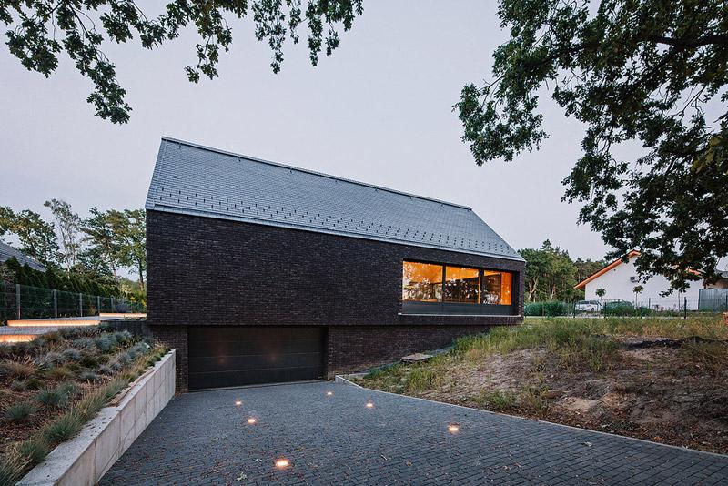 Dom w Dobrej pod Szczecinem. Projekt: Biuro projektowe maxberg – architekt Karol Nieradka. Zdjęcie:Sylwia Gudaczewska