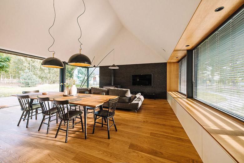 Dom w Dobrej. Projekt: Biuro projektowe maxberg – architekt Karol Nieradka. Zdjęcie:Sylwia Gudaczewska