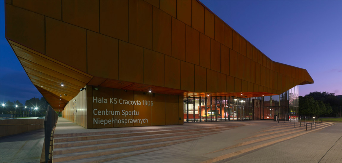 Hala 100-lecia KS Cracovia z Centrum Sportu Niepełnosprawnych. Projekt: Biuro Projektów Lewicki Łatak