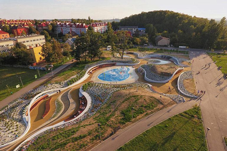 Jaworznickie Planty i wodny plac zabaw, Jaworzno. Projekt: RS+ Robert Skitek. Zdjęcie: Tomasz Zakrzewski