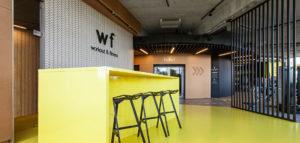 Efektowna siłownia inspirowana formą turbiny – wnętrza klubu WF Fitness pracowni Spacelab