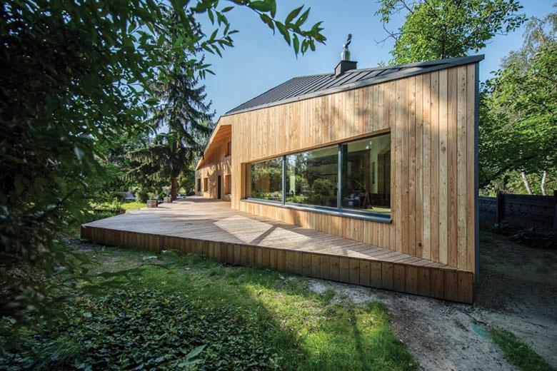 """Dom jednorodzinny """"CWA House"""", Owczarnia. Projekt:BECZAK / BECZAK / ARCHITEKCI. Zdjęcie: Jan Karol"""
