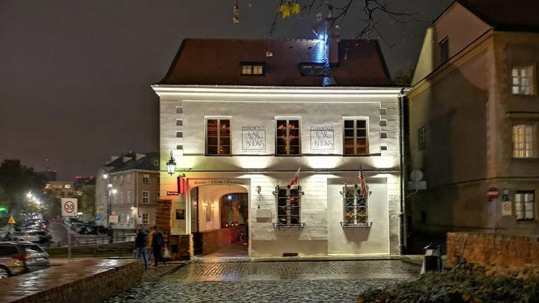 Bar And Books Podwale, Warszawa. Rewitalizacja zabytkowego budynku i wnętrz. Projekt: GGP Architekci