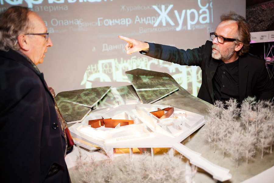 Mirosław Nizio prezentuje projekt i makietę muzeum @ Nizio Design International / Dima Taranenko, Philip Dotsenko