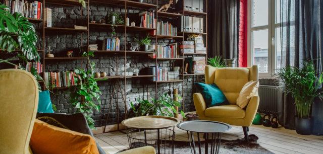 Mieszkanie z niezwykłym klimatem. Odważne wnętrza projektu biura Mili Młodzi Ludzie