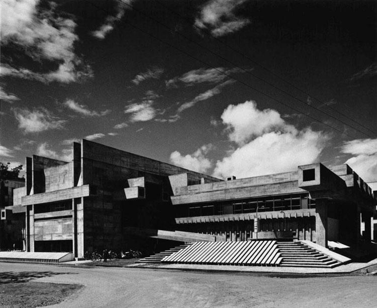 Ōita Prefectural Library / zdjęcie dzięki uprzejmości Yasuhiro Ishimoto