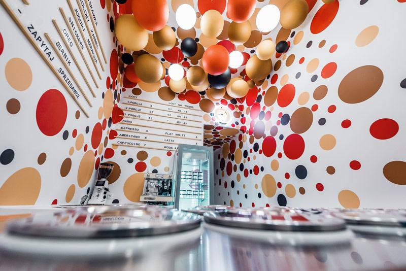 Wnętrza lodziarni Lodowato w Katowicach. Projekt:Kolektyw Musk. Zdjęcie: Radosław Kaźmierczak
