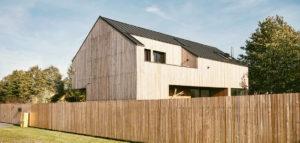 Dom w Czeladzi – prosta, oszczędna w formie bryła projektu pracowni projektowej be3