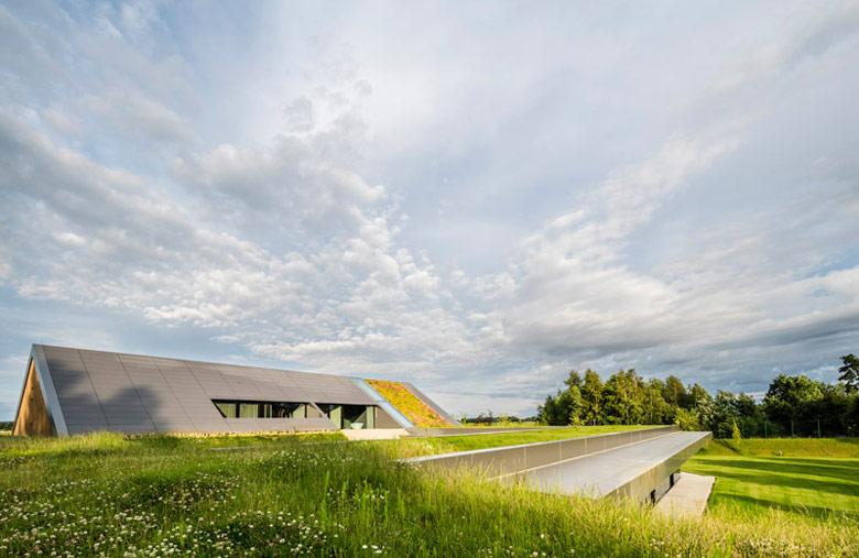 Dom na Warmii: Green Line. Architektura: Przemek Olczyk / Mobius Architekci. Zdj. Paweł Ulatowski