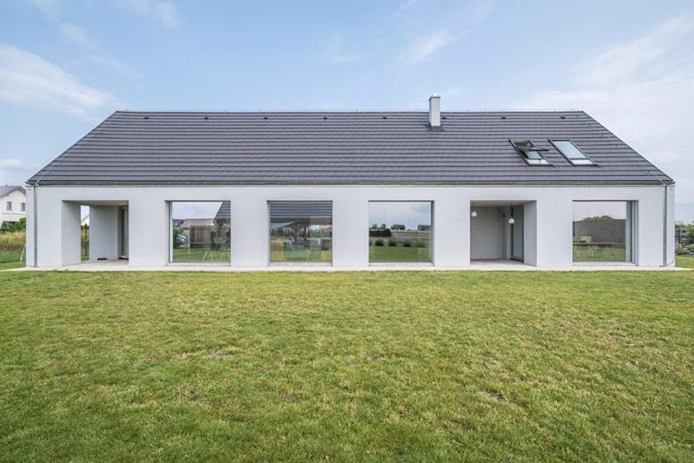 Dom stworzony w domów, Żerniki Małe. Projekt: JASTAA. Zdjęcie: Maciej Lulko