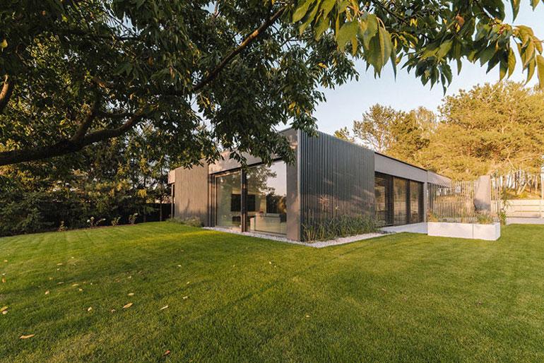 Dom w Blankensee. Projekt: Biuro projektowe maxberg – architekt Karol Nieradka. Zdjęcie: Sylwia Gudaczewska