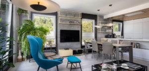 Neutralne szarości subtelnie podkreślone kolorem – apartament projektu MIKOŁAJSKAstudio