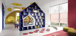Feeria barw, plam i kształtów we wnętrzach przedszkola studia projektowego IN