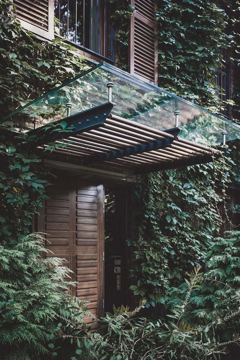 Dom w Konstancinie. Projekt:Pracownia Architektoniczna MAZM. Zdjęcia:Ignacy Matuszewski | minus osiem
