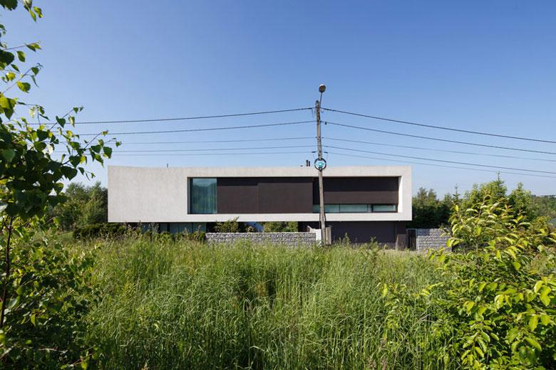 Dom z prześwitem. Projekt: RS+ Robert Skitek. Zdjęcia: Tomasz Zakrzewski