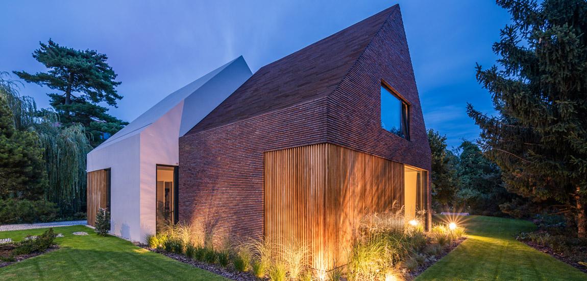 Nawiązujący do historycznego otoczenia Dom Przełamany pracowni S3NS Architektura