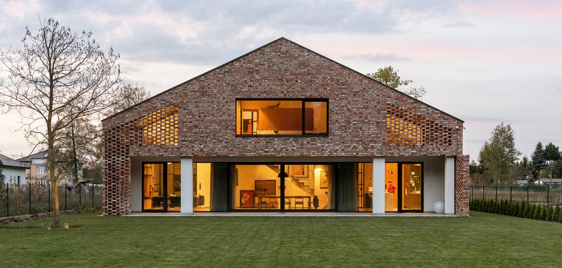 Drugie życie cegły – Dom ze starej stodoły pracowni Wrzeszcz Architekci