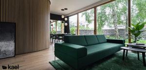 Jak mankamenty przekuć w atut? Wyraziste wnętrza domu projektu biura KAEL Architekci
