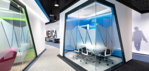 Przestrzeń pilotażowa biurowca Neuca projektu studia Massive Design