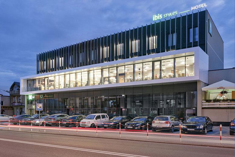 ibis Styles - Metamorfoza hotelu Laureat z lat 80-tych, Tomaszów Lubelski. Projekt: Mateusz Tański & Associates. Zdj. Piotr Krajewski