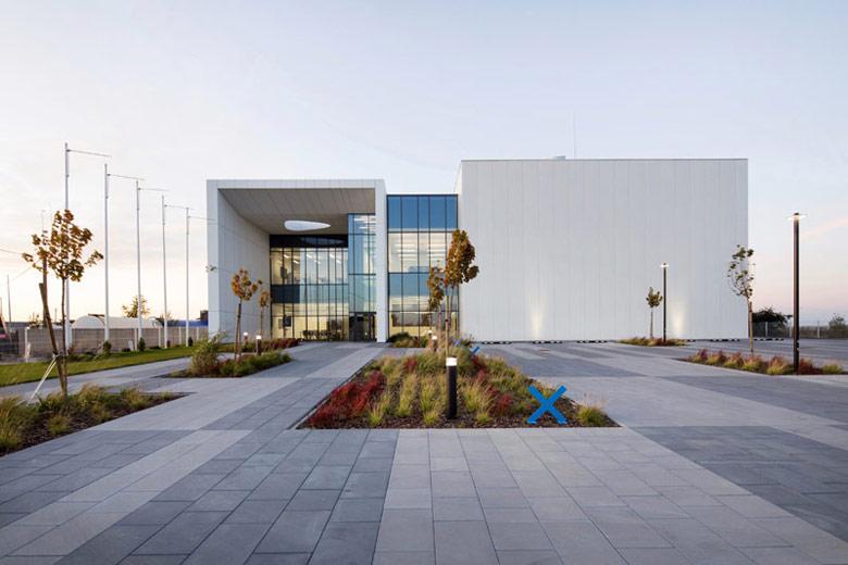 Centrum Badawczo-Rozwojowe firmy High Technology Machines. Projekt: Zalewski Architecture Group. Zdjęcia: Tomasz Zakrzewski