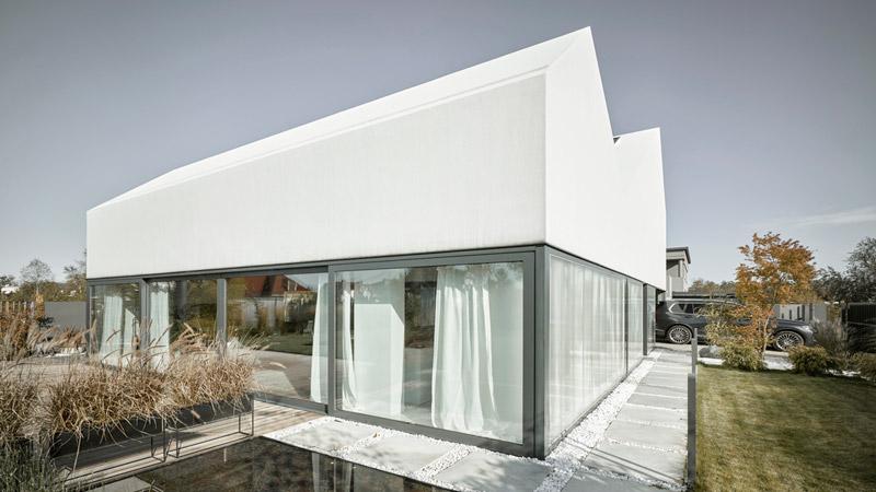 Dom w Łomiankach. Projekt:MOOMOO Architects. Zdjęcia:Grzegorz Pędzich