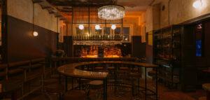 Tajemnicze, eklektyczne wnętrza Klubu Próżność projektu wiercinski-studio